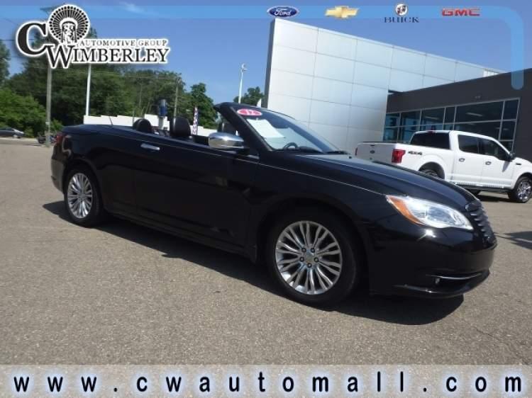 2012-Chrysler-200_CN254171-1.jpg